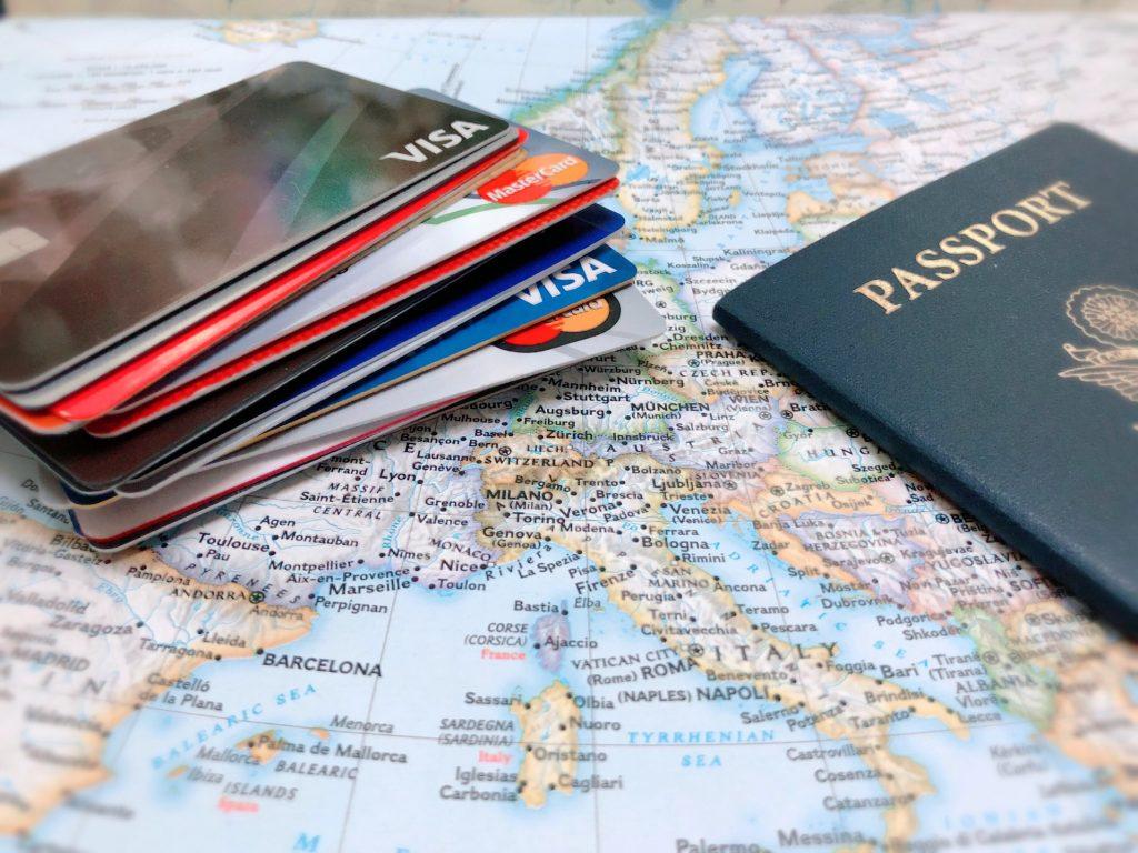 Passeport-et-carte-de-credit